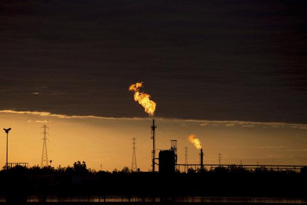 ce0412390 Ceny ropy sa zotavujú, americká WTI sa predáva nad 46 USD za barel ...