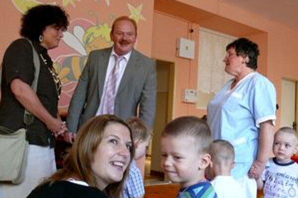 Primátor Žiliny Ivan Harman otváral školský rok aj v Materskej škôlke na Vlčincoch.