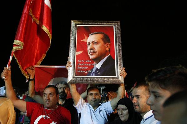 Turci si zvolili opäť Erdogana.