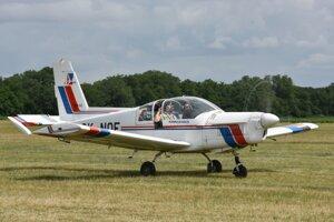 Zlín 142 z českého Aeroklubu Kolín.