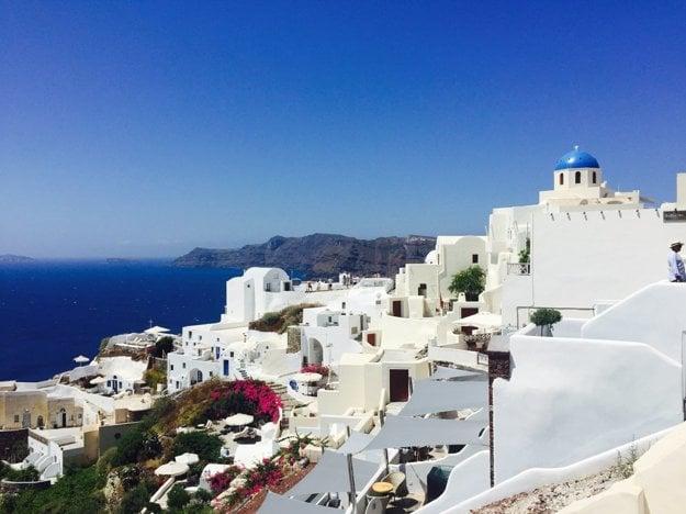 Santorini je jeden z mnohých ostrovov v Grécku, kde môžete dovolenkovať