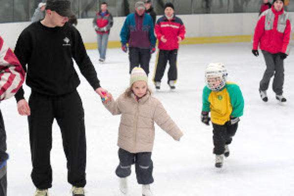 V nedeľu 27. decembra bude ľadová plocha otvorená korčuliarom.