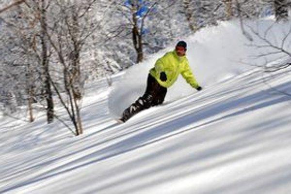 Michal Weiner má rád jazdu na neupravených svahoch. Hrozia však lavíny.