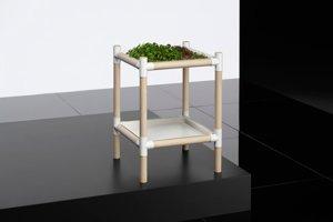 Domáca vnútorná záhradka využíva rovnaký ľahký dyhový materiál.