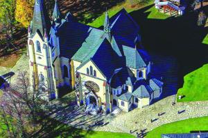 Pohľad na levočskú baziliku z vtáčej perspektívy.