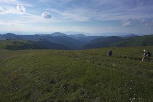 Trasa prechádza viacerými oblasťami Slovenska, ktoré zohrali dôležitú úlohu počas Slovenského národného povstania, alebo počas oslobodzovania krajiny v rokoch 1944 až 1945.