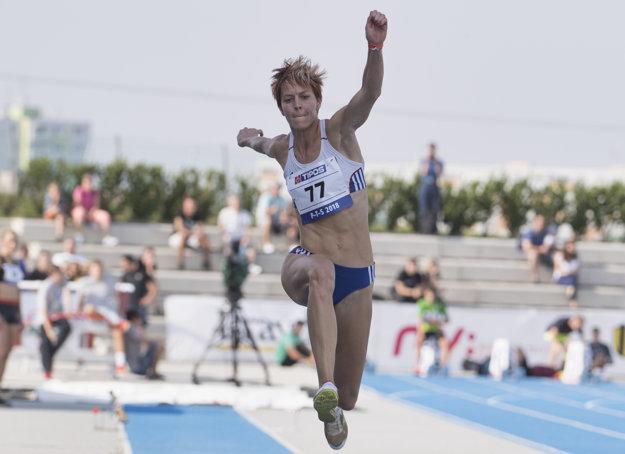 Trojskokanka Dana Velďáková triumfovala výkonom 14,03 m.