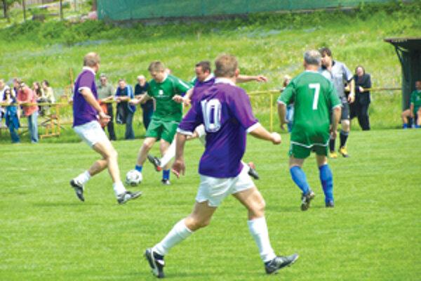 Premiér Robert Fico nastúpil za svoju stranu s číslom 10 a odohral celý zápas.