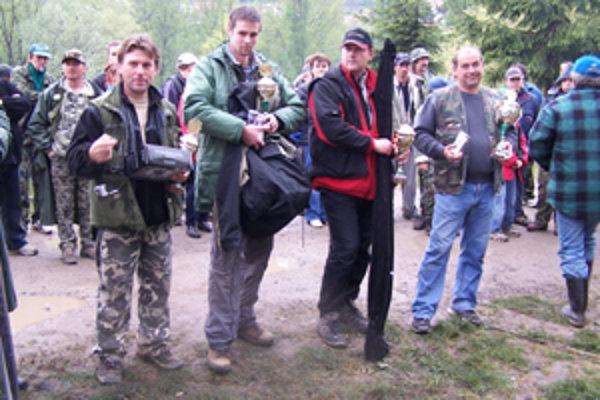 Víťazí kategórie dospelých: sprava  Ivan Sudzina, Ivan Sopúšek,  Jaroslav Prieložný, Jaroslav Bednár