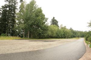 Rozšírené parkovisko s novou cestou
