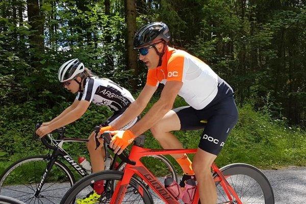 Momentka z pretekov, na ktorej je cyklista Andrej Čanecký.