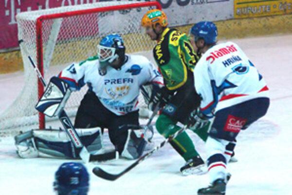 Žilinskí hokejisti sa v predohrávanom 40. kole na ľade Martina nepresadili. Bolo to prvé domáce víťazstvo Martinčanov nad Žilinou v tejto sezóne.