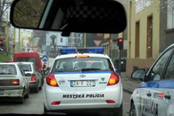 Mestskej polícii v Žiline chýbajú tisíce na pokutách.