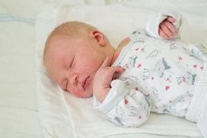 Ema Jureková (3300g, 51cm) sa narodila 25. júna Márii a Martinovi z Chocholnej-Velčíc. Doma už majú 4-ročného Martina a 3-ročného Mateja.
