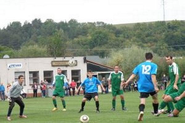 Visolaje (v zelenom) dali Tuchyni päť gólov.