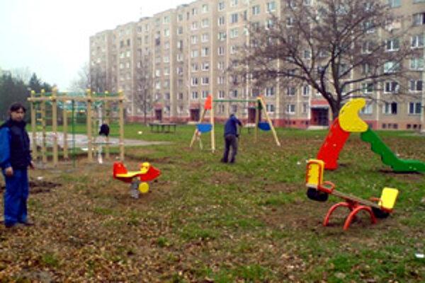 Kompenzácia v podobe detského ihriska. Pribudnú aj lavičky a parkovacie miesta.
