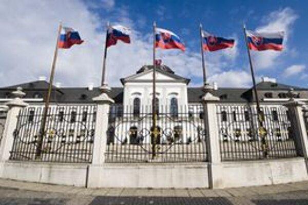 Prezidentský palác na Hodžovom námestí v Bratislave. Vo voľbách rozhodneme, kto tam bude najbližších 5 rokov úradovať.