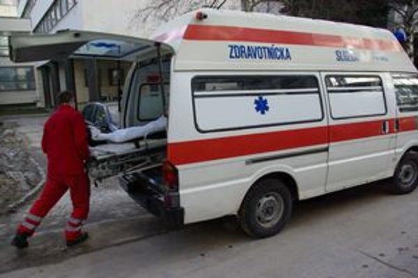 Pacienta odviezli domov až o 15.30 h. Doprovod sa spoliehal na to, že ich odvezú predpoludním.