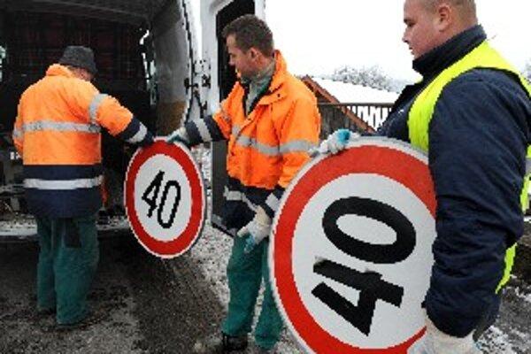 Výmena značiek bola najrýchlejšia v Žiline. Strážov ste mohli prejsť sedemdesiatkou už 10. marca.