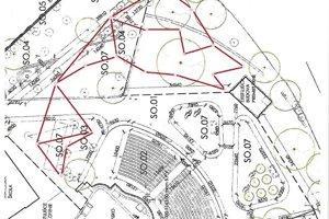 Plánovaná dráha je vyznačená červenou farbou. V amfiteátri má zabrať len časť areálu.