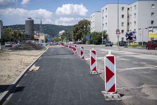Rekonštrukcia časti Bajkalskej ulice v Bratislave.