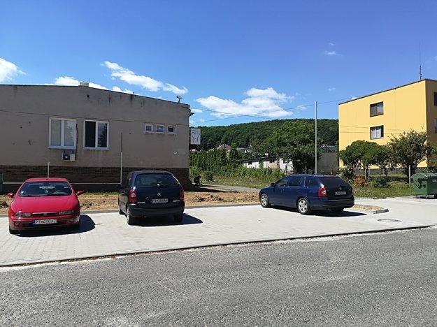 Nové parkovisko slúži návštevníkom zdravotného strediska.