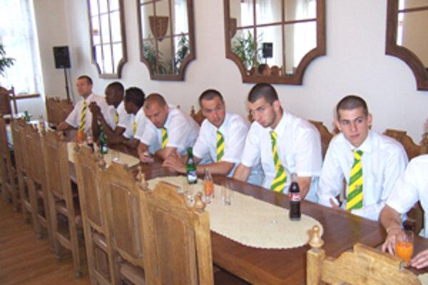 Deň po poslednom ligovom zápase sa žilinskí futbalisti zúčastnili na radnici na slávnostnom prijatí u primátora Ivana Harmana.
