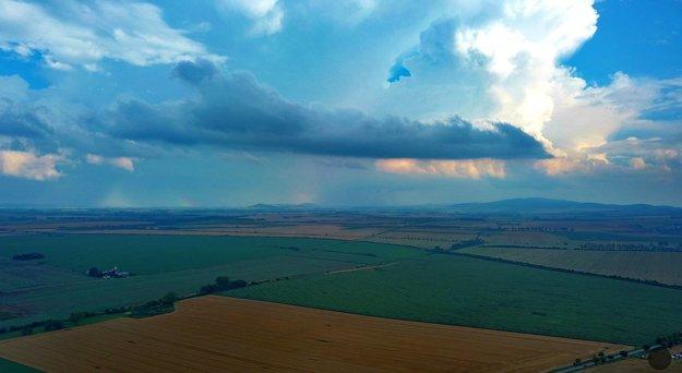 Aj takto vyzerala utorková búrka nad Dolným Zemplínom.