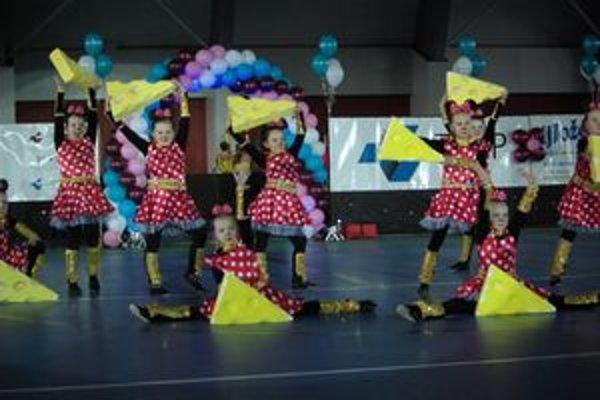 Obecenstvo zaujali tancom, choreografiou i oblečením. Všetky súbory sa páčili.