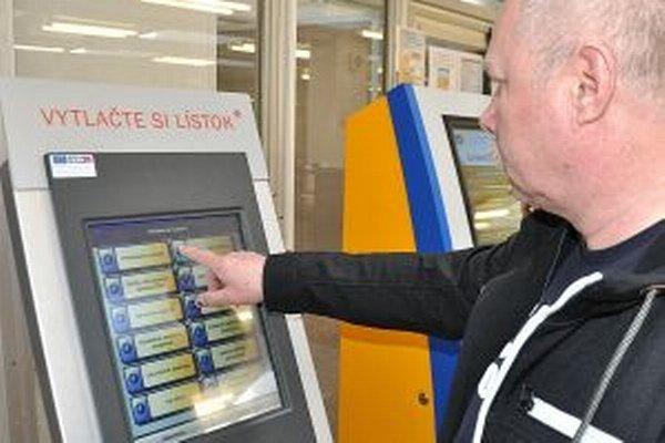Kiosk na časenky na polícii. Možnosť objednať sa dopredu využíva čoraz viac ľudí.