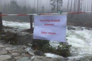 Takéto oznamy sú na viacerých turistických trasách.