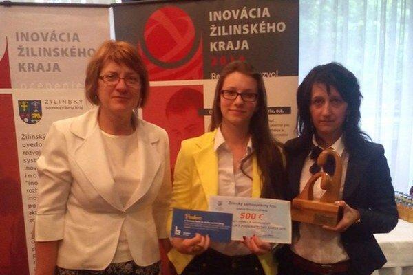 Víťazka súťaže Martina Pitáková (v strede).