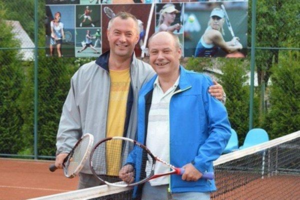 Prvý zápas majú za sebou aj František Radzo (vľavo) aPeter Ostrihoň.