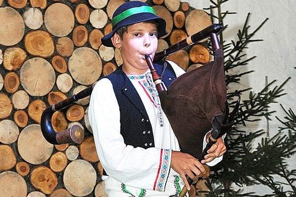 Martin Machajda z Oravskej Polhory zvíťazil v mladšej kategórii gajdošov.