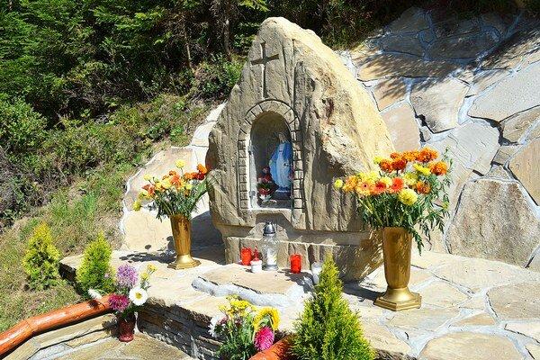 Novú kaplnku Zábiedovčania zasvätili Panne Márii.