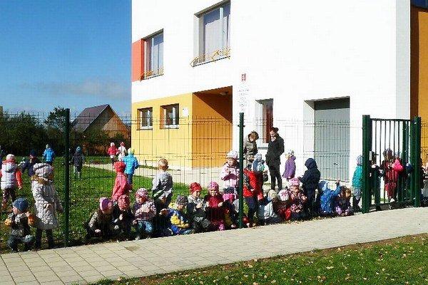 Nový plot ochráni deti.