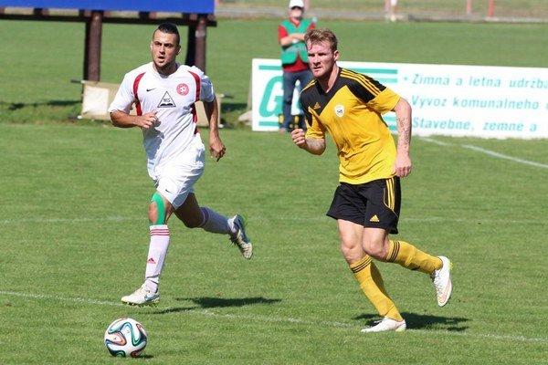 Námestovskí futbalisti (v žlto-čiernych dresoch) zaknihovali vynikajúci výsledok.