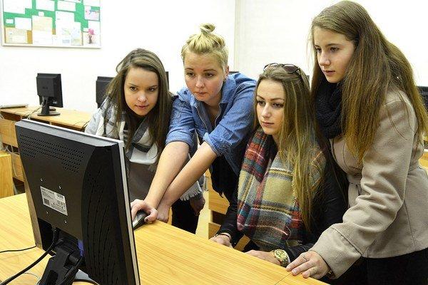 Štyri študentky obchodnej akadémie natáčali film oZochovi dva mesiace.