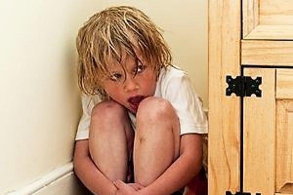 Týranie detí je vážny problém, nera ukrytý za dverami domovov.