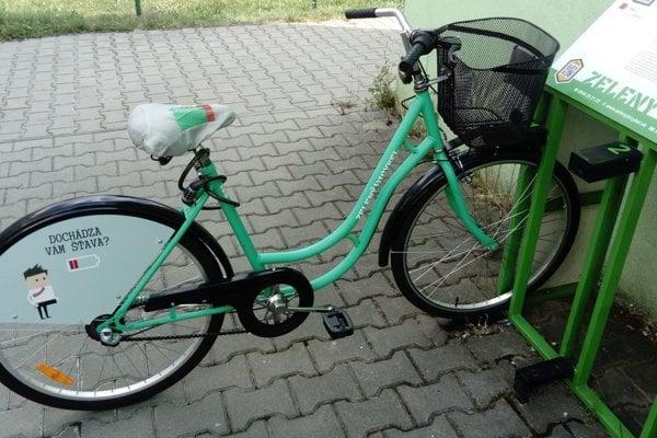 Zelený bicykel v Prievidzi.