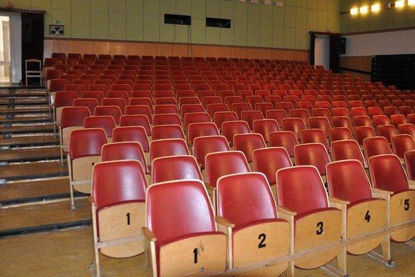 Do kinosály sa zmestí viac ako tristo divákov.