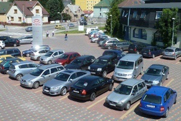 Spoplatnené bude aj parkovisko pri hlavnej pošte.