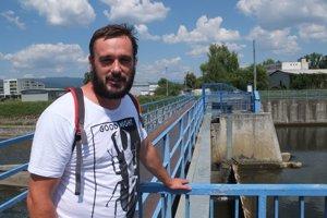 Ekológ Michal Wiezik upozorňuje, že zvolenská hať negatívne mení život v rieke.