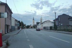 Obe nehnuteľnosti (bývalý kaštieľ aj sivý dom) v Sečovciach, prenajaté škole, vlastnila eseročka S1 a inkasovala astronomické nájomné dohodnuté na 15 rokov.