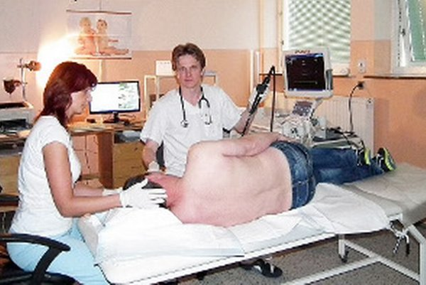 Kardiológ Peter Letavay mesačne vyšetrí novou sondou pätnásť pacientov.