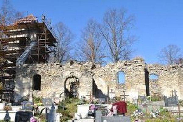 Zázrivčania sa rozhodli ruiny kostola zachrániť.