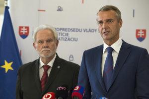 Výkonný podpredseda Združenia miest a obcí Slovenska Milan Muška a podpredseda vlády pre investície a informatizáciu Richard Raši.