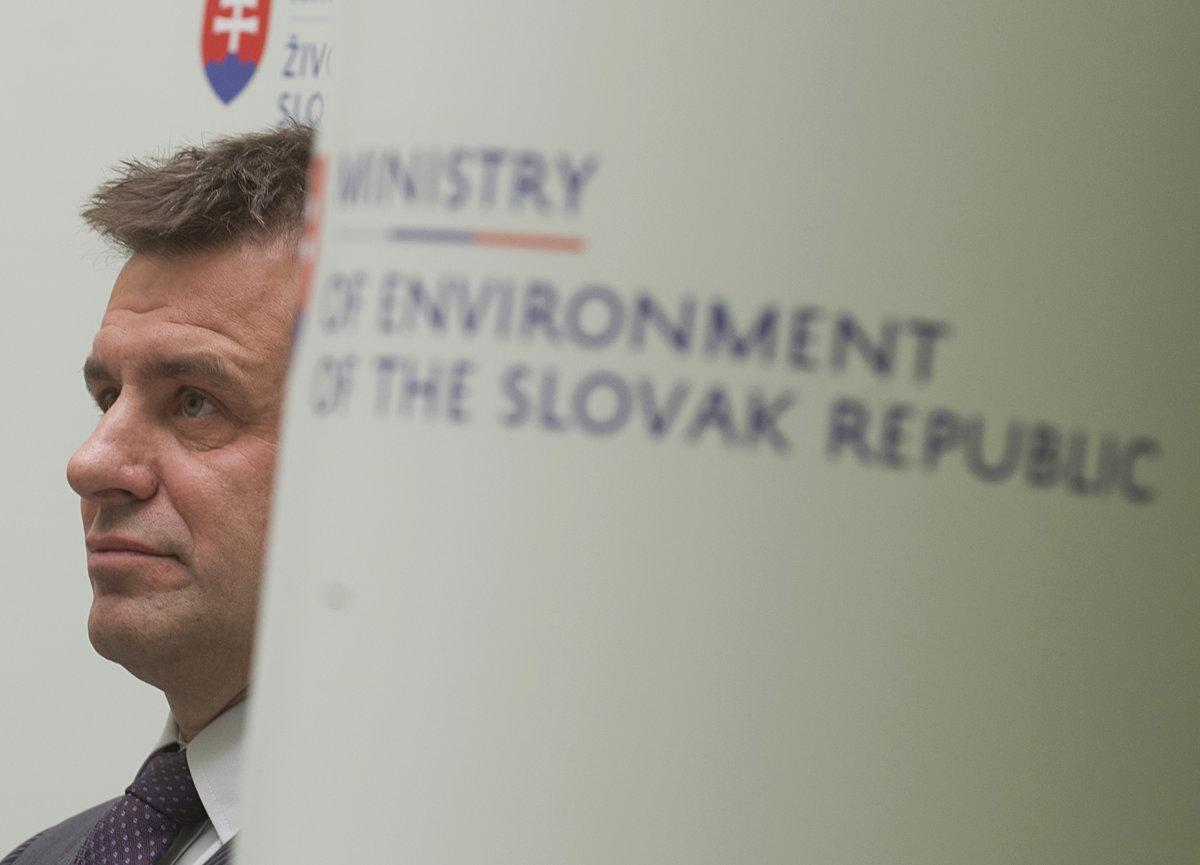 Solymos sa dištancoval od obvinených z Okresného úradu - domov.sme.sk