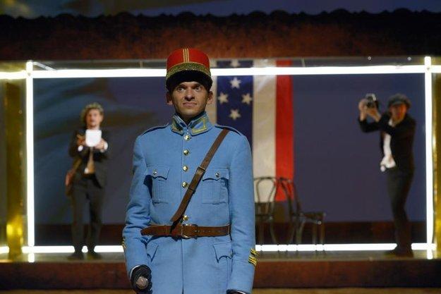 V inscenácii Štefánik – slnko v zatmení nitrianskeho Divadla Andreja Bagara stvárňuje osvieteného štátnika s horúcou hlavou, šialenými plánmi, uhrančivými očami a planúcim srdcom.