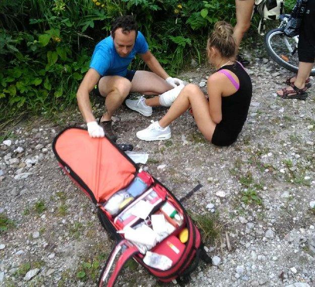 Záchranári pomohli aj 20-ročnej turistke.